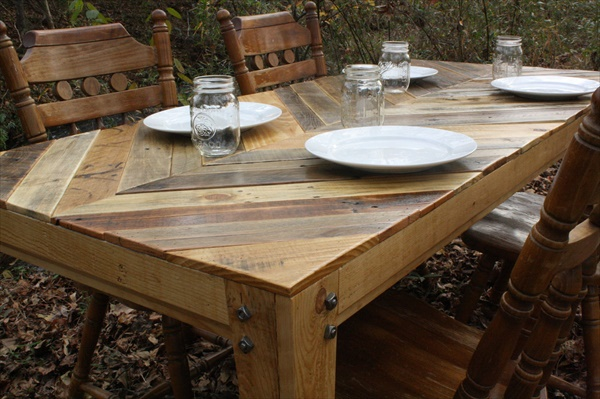 14 DIY Outdoor Pallet Furniture Project  EASY DIY and CRAFTS