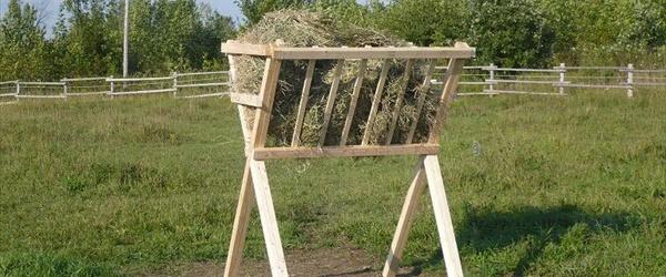 DIY Wooden pallet feeder designs